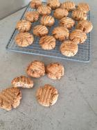 Squeaky cookies ( or almond coconut and cacao cookies)